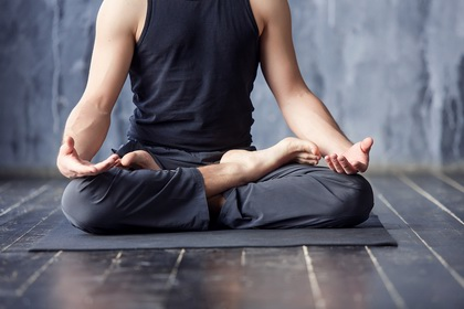 Apprentissage du yoga à Sugiez (Mont-Vully)