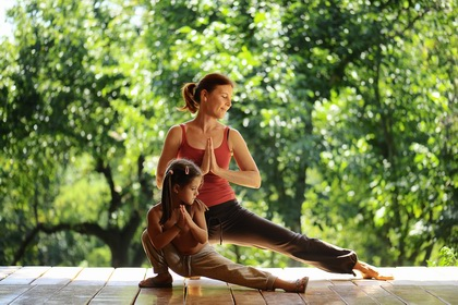 Apprentissage du yoga dans le village de Chelin
